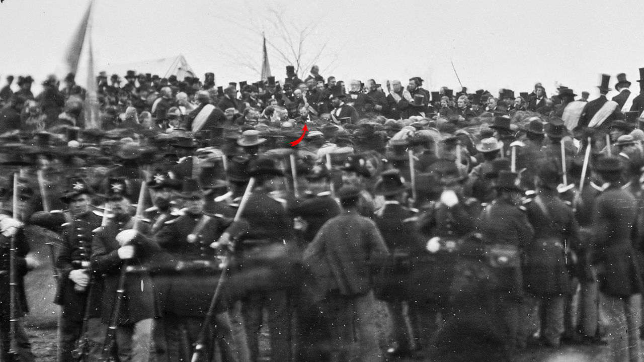 1280px-Crowd_of_citizens,_soldiers,_and_etc._with_Lincoln_at_Gettysburg._-_NARA_-_529085_-crop